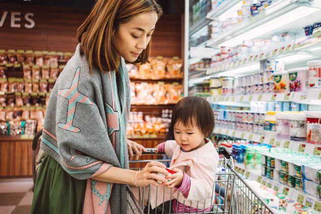 Même si elles manquent de temps, on attend toujours des mères qu'elles préparent des repas maison, démontre une étude réalisée en 2014.