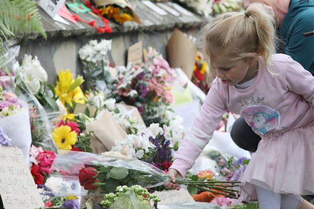 Les Néo-Zélandais rendent un hommage émouvant aux 50 fidèles tués à