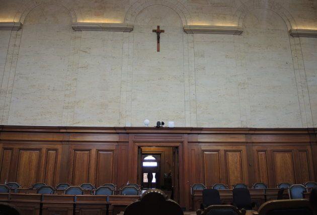 À Montréal, le crucifix trône au-dessus des élus dans la salle du conseil, devant le siège de la présidente.