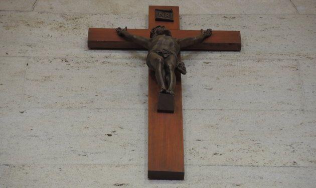 Le crucifix de la salle du conseil municipal, à Montréal, trône au-dessus des élus. Il sera bientôt retiré par l'administration Plante.