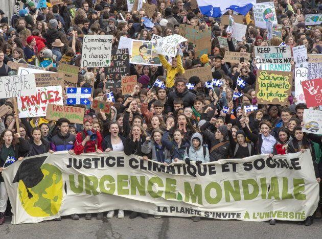 Des milliers de jeunes ont manifesté dans les rues, le 15 mars 2019, pour réclamer un véritable plan...