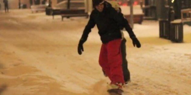 VIDEO: Planche à neige sur la Place