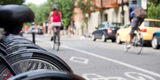 À l'heure où l'on souhaite réduire les émissions de GES, ne faudrait-il pas encourager davantage le transport actif (dont le cyclisme fait partie) plutôt que lui mettre des bâtons dans les roues?