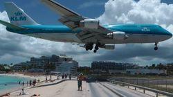 Sur cette île, les avions survolent la plage à l'atterrissage