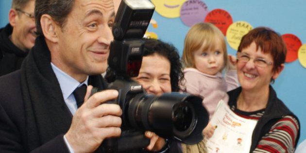 Sarkozy défend la politique familiale française et critique