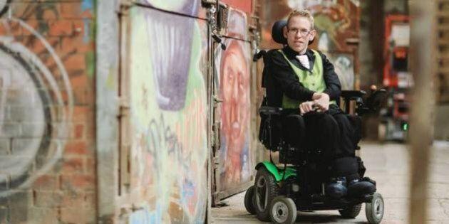 Air Canada refuse le fauteuil roulant d'un homme à mobilité