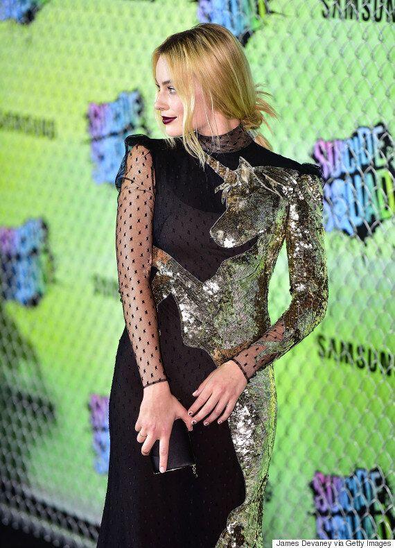 Margot Robbie porte une robe ornée d'une licorne à la première du film Suicide