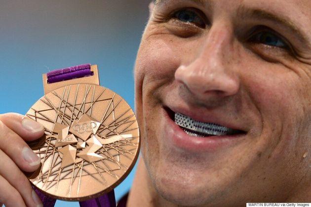 Une nouvelle chevelure bleue pour l'olympien américain Ryan Lochte