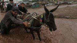 Inondations au Pakistan: un autobus emporté par les eaux fait 27