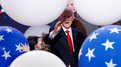 Personne n'est plus heureux que Bill Clinton entouré de ballons