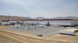 Tesla ouvre sa gigantesque usine dans le désert du