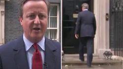 Ignorant que son micro était allumé, David Cameron a fredonné...