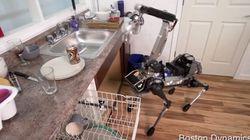 Ce robot nettoie la cuisine et vous amène votre bière!