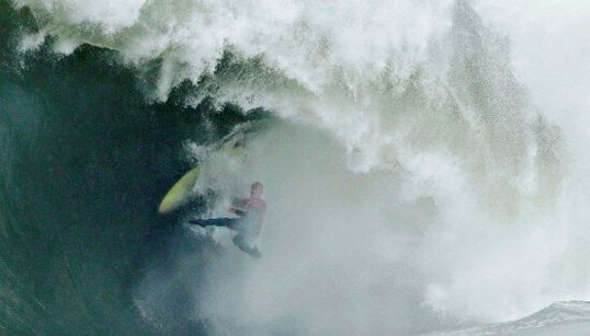 Ils ont osé affronter ces vagues monstrueuses