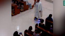 Sa messe de Noël sur un hoverboard a déplu