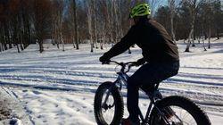 Les mordus de vélo à neige