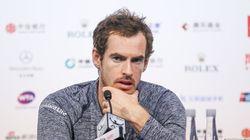 Andy Murray harcelé par une femme de chambre à travers