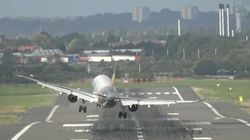 Les impressionnantes images d'un Airbus obligé de s'y reprendre à deux fois pour