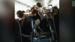 Elles se battent en avion à cause de la
