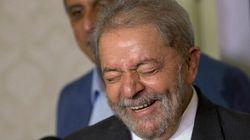 Brésil: la police perquisitionne chez l'ex-président