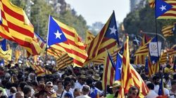 Foule immense d'indépendantistes catalans dans la rue avant un