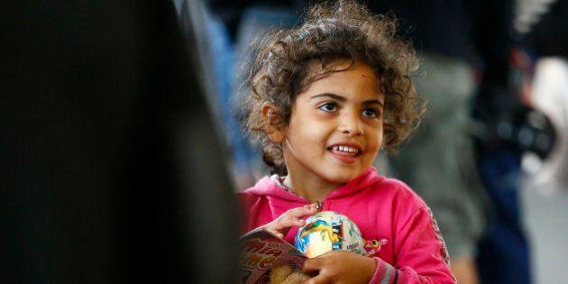 Parmi les migrants arrivant en Allemagne et Autriche, des enfants, des sourires et un peu d'insouciance