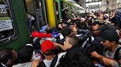 La Hongrie offre des autobus aux centaines de migrants se rendant à pied vers l'Autriche