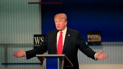 Trump défend vigoureusement son mur anti-immigration lors d'un débat entre