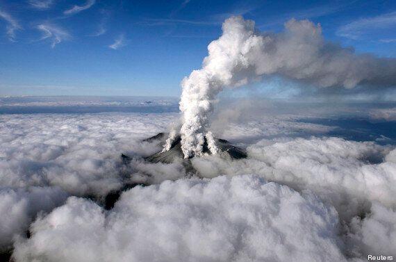 Japon: il filme l'éruption d'un volcan puis se fait rattraper par le nuage de