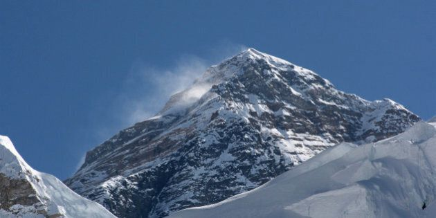 Mont Everest: une avalanche fait au moins 12