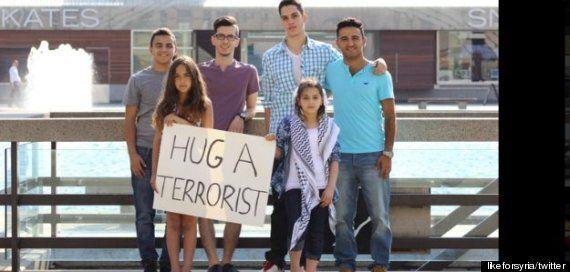 «Hug a terrorist»: La campagne de deux fillettes palestiniennes au Canada