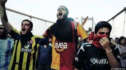 Turquie: les partisans de clubs rivaux s'unissent contre le