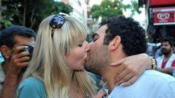 Des bisous pour protester contre l'interdiction de... s'embrasser