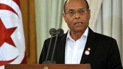 Tunisie: des manifestants jettent des pierres sur le