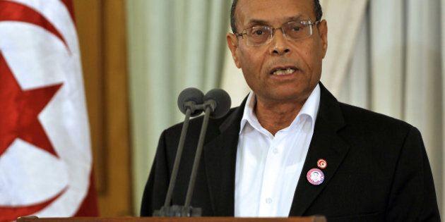 Tunisie: des manifestants jettent des pierres sur le président Moncef Marzouki à Sidi