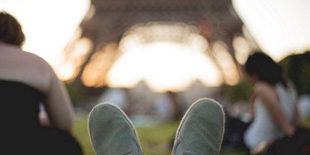 Concert de casseroles devant la Tour Eiffel pour appuyer les étudiants