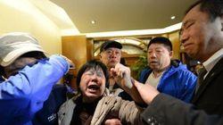 Vol MH370: sanglots et cris des proches des passagers