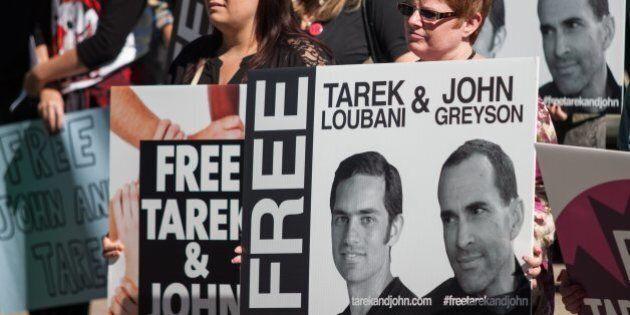 Les deux Canadiens qui étaient détenus en Égypte ne peuvent quitter le