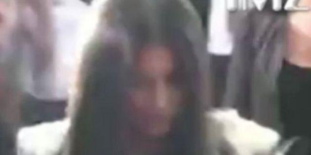 Kim Kardashian enfarinée lors de la soirée de lancement de son parfum
