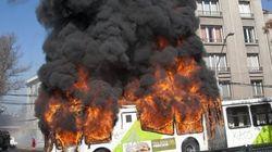 Chili: manifestation d'étudiants à Santiago, 3 bus
