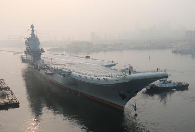 Reuters: Εικόνες από τη ναυπήγηση του τρίτου και μεγαλύτερου αεροπλανοφόρου της