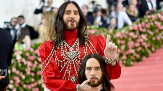 """Jared Leto, holding a model of his head, attends The Metropolitan Museum of Art's Costume Institute benefit gala celebrating the opening of the """"Camp: Notes on Fashion"""" exhibition on Monday, May 6, 2019, in New York. (Photo by Charles Sykes/Invision/AP)"""