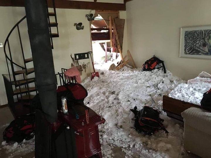 <i>Le salon de la maison de Meagan Hunt apr&egrave;s l&rsquo;avalanche.</i>
