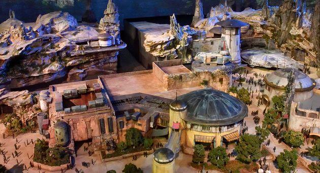 Maqueta del nuevo parque temático Star Wars: Galaxy's Edge, de Disneyland