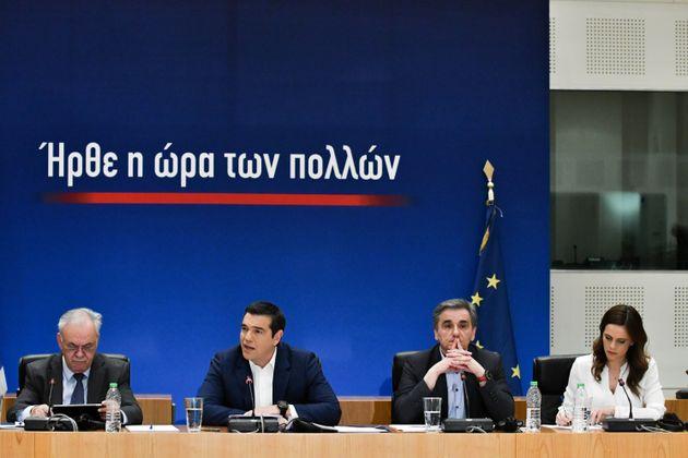 Τσίπρας: 13η σύνταξη και μείωση ΦΠΑ σε τρόφιμα, εστίαση και