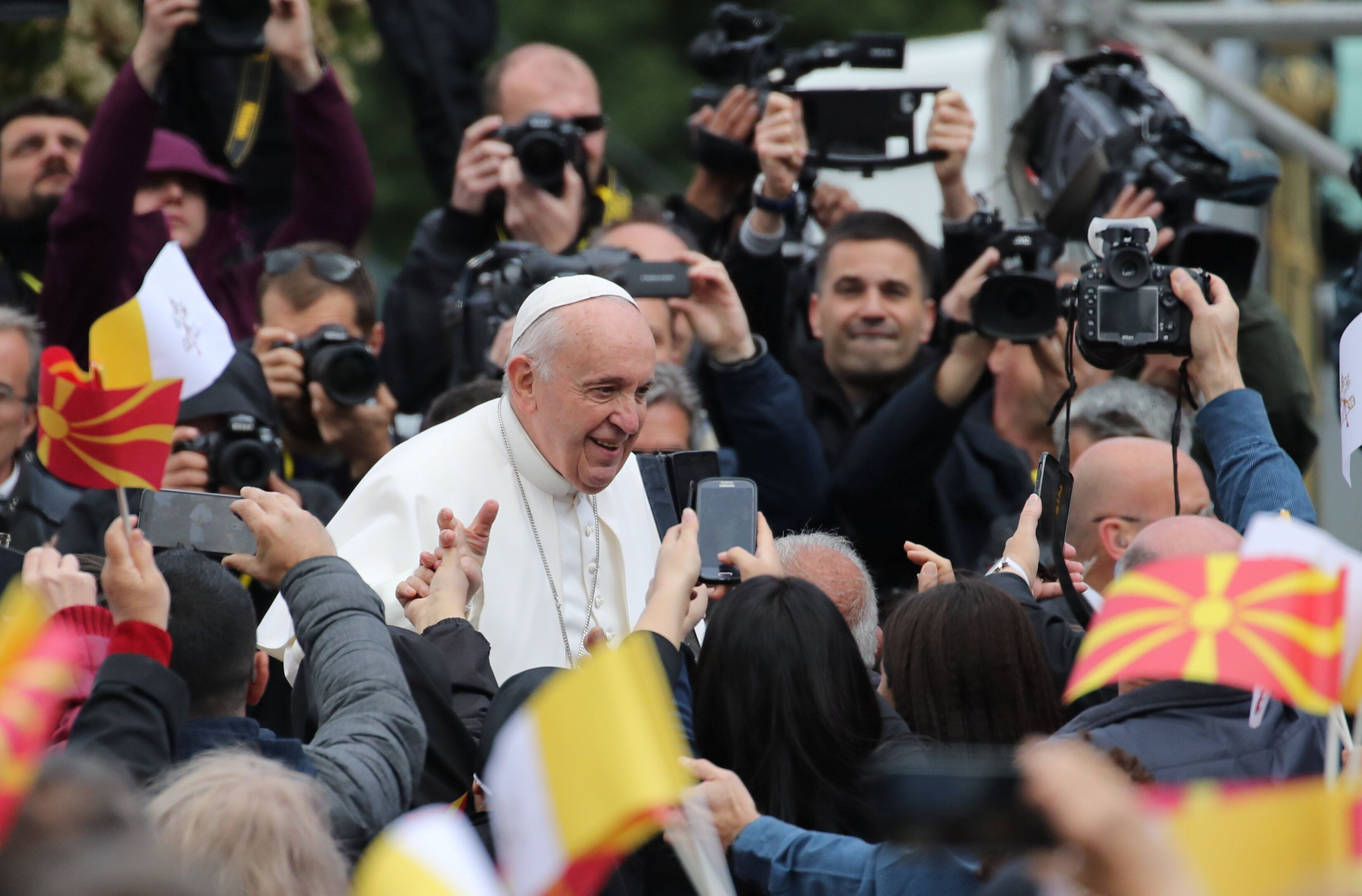 Bergoglio apre la campagna elettorale per l'Europa dalle piazze minori di Bulgaria e