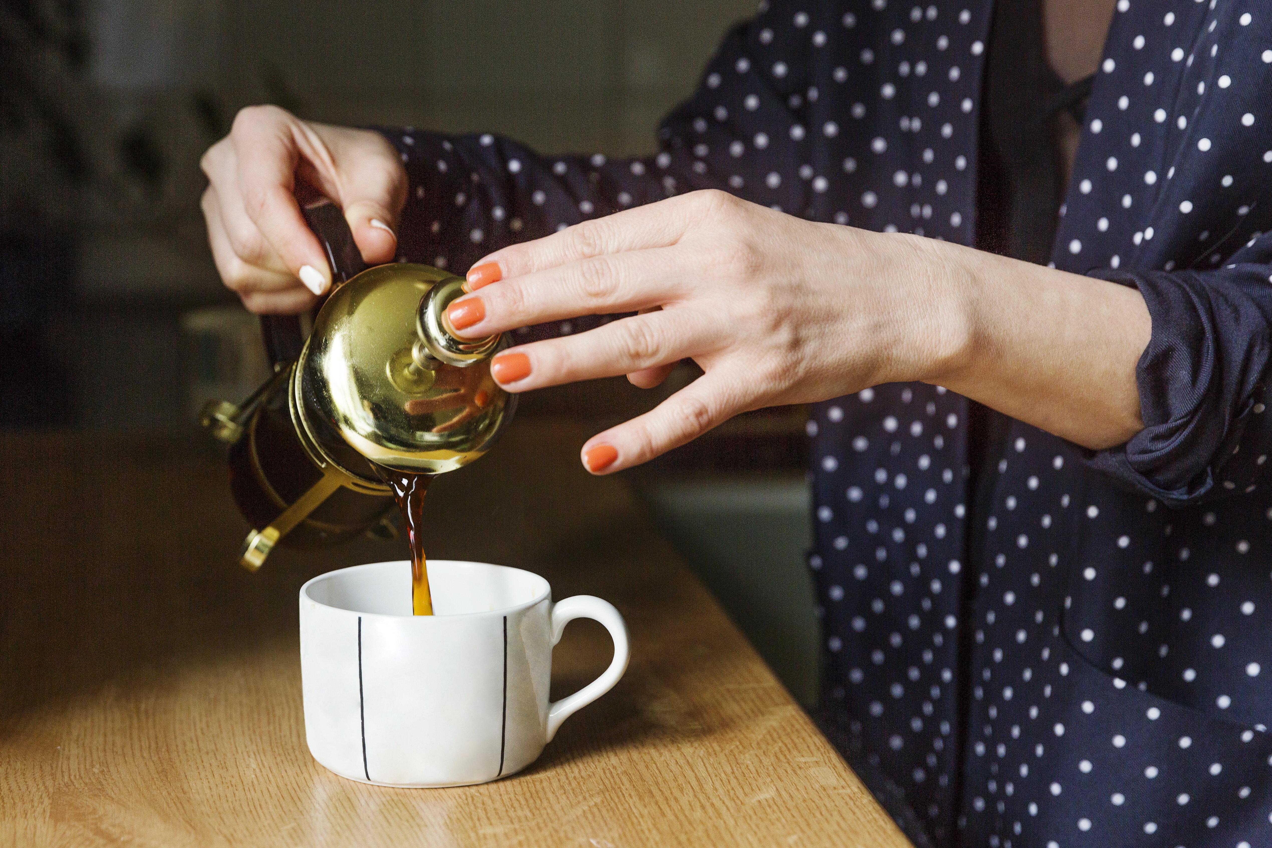 Pesquisa mostra que é possível tomar chá sem açúcar (mas é preciso