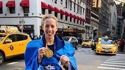 Δικαίωση: Η νοσοκόμα κατέκτησε τελικά το ρεκόρ Γκίνες μετά την κατακραυγή για την αμφίεσή