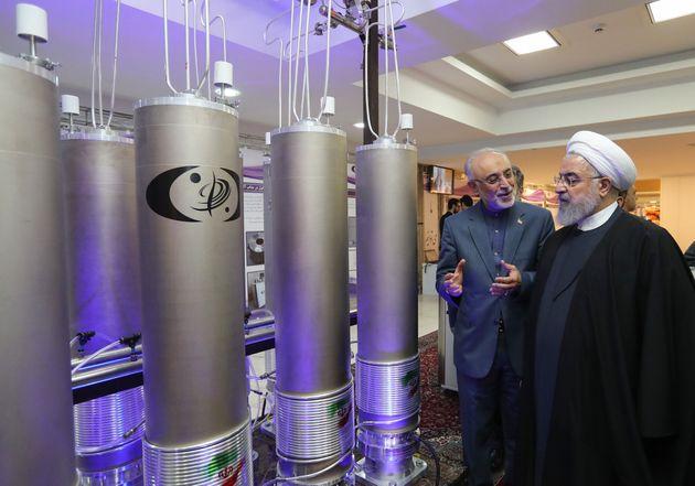 Photo d'illustration : le président iranien Hassan Rouhani devant des technologies nucléaires...