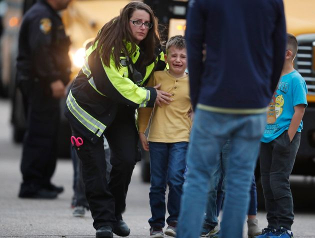 Sparatoria in una scuola di Denver: un morto e otto